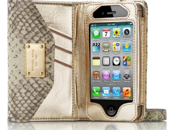 Michael Kors iPhone Clutch 2