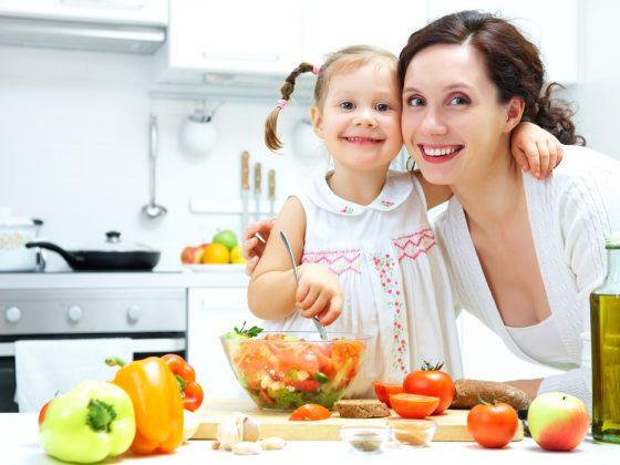 Feeding kids tackles childhood obesity 1