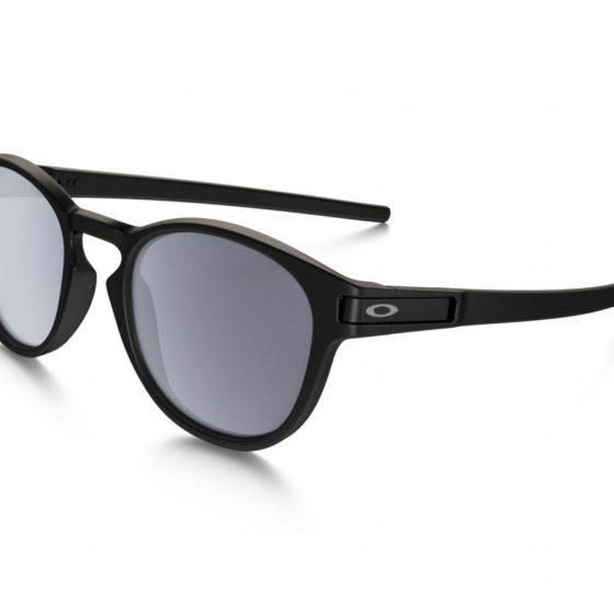The Oakley glasses with latch 3